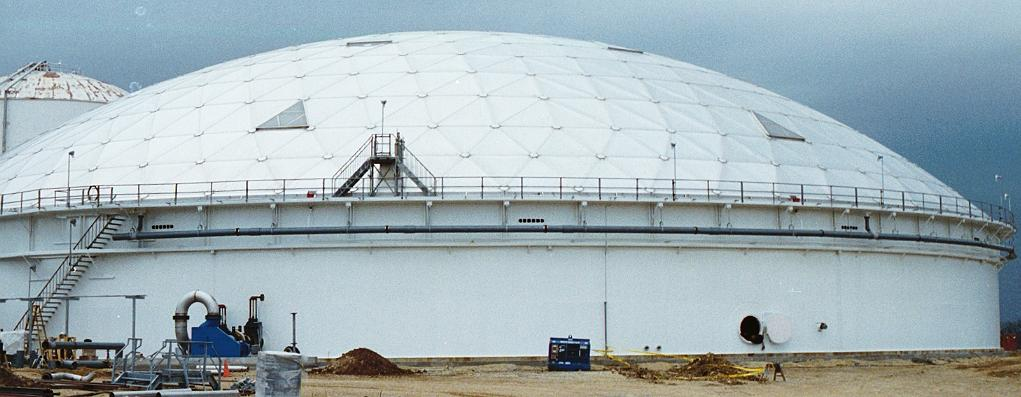 Covered tank for an oil refinery